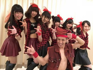 """HOT HEAT HEAT GIRLS""ライブデビュー!"